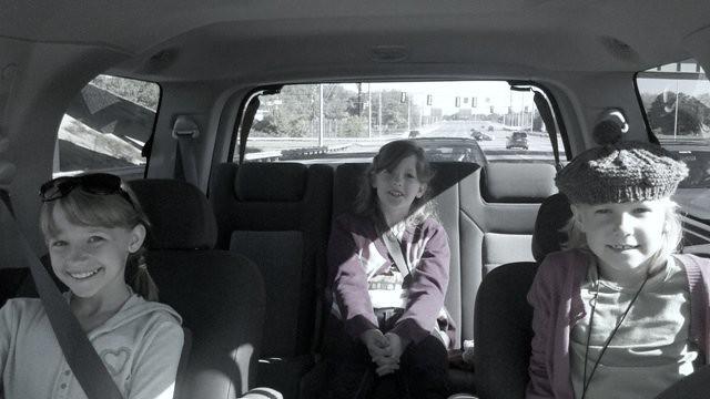 three girls carb/w