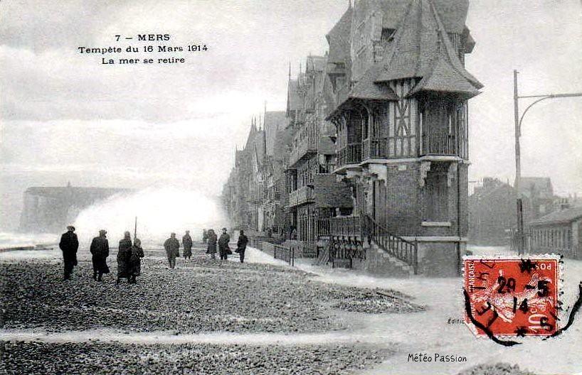 déferlantes et vagues sur le front de mer de Mers les Bains pendant la tempête du 16 mars 1914