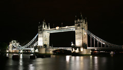 2da. noche en Londres, Tower Bridge (anita gt) Tags: uk inglaterra england reflection london thames night río towerbridge river noche reflejo londres