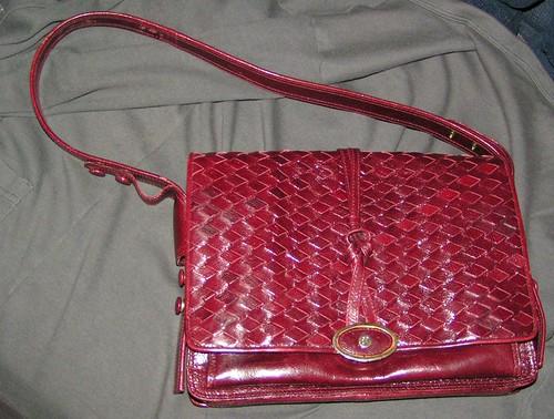 Vinröd väska från Pistore.