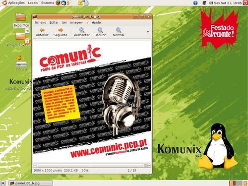 Desktop do Komunix com propaganda comunista