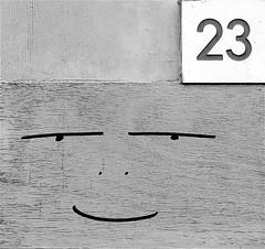 Smile (Roel Wijnants) Tags: denhaag roel1943 wijnants roelwijnants hofstad hofstijl muséedelasculpturetrouvée mooidenhaag tekst teksten