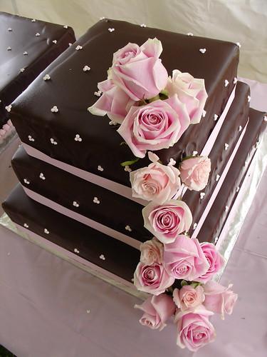 605552176 55c5f4b1f7 d Baú de idéias: Bolo de casamento rosa e marrom I