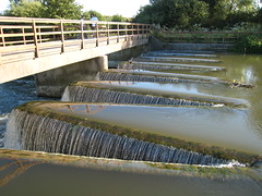 Reading - weir on the Kennet (Dubris) Tags: england water river reading country berkshire zigzag weir kennet