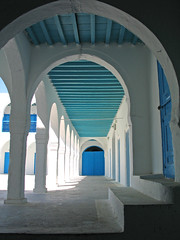 galeria (Micheo) Tags: blue white blanco azul catchycolours tunisia djerba jews arcos convivencia tunez sinagoga micheo isawyoufirst anglesanglesangles superbmasterpiece supermasterpiece top20jewish 1on1photooftheweek 1on1photooftheweekjuly2007