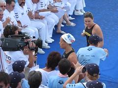 女子100m背泳ぎ 同着優勝で憮然とした表情のマナドゥー選手