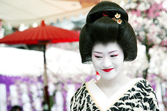 S A T O Y U K I : Kamishichiken (mboogiedown) Tags: travel red woman white black beauty smile festival japan asian japanese interestingness kyoto asia tea blossom outdoor traditional ceremony culture plum explore geiko geisha kimono tradition february ume kansai matsuri sado katsura nodate baikasai chado kamishichiken i500 oshiroi discoverkyoto platinumportrait