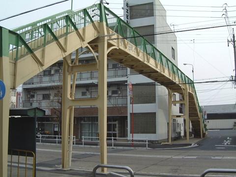 名鉄各務原線田神駅に近い竜田町の歩道橋