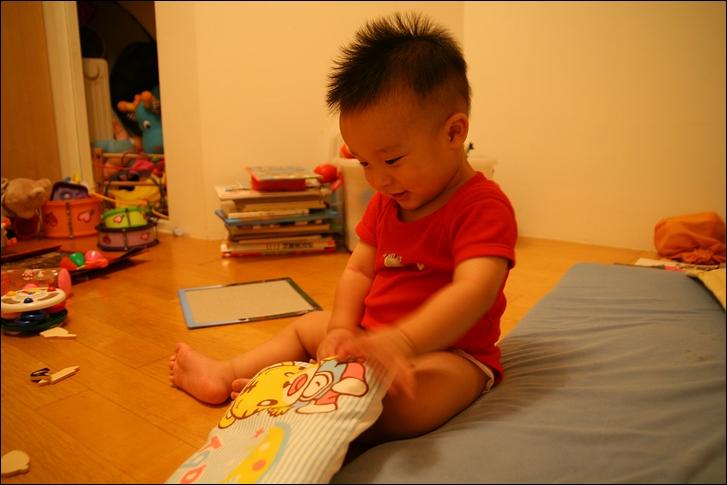 彥小白房玩(快1歲)04