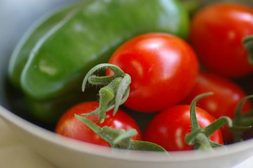 収穫したミニトマト「アイコ」+収穫したピーマン