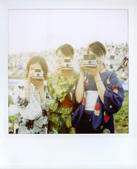 Girls+Polaroid* (tae*) Tags: girls friends cute japan polaroid sx70 fireworks jersey saitama   600film mikarin kimicon
