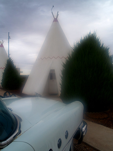 Foggy morning at the Wigwam Motel