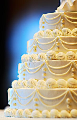 Kim & Neil: The cake, aglow
