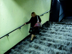 Metro entre las aguas/ Swap in the subway (Isa Moreno) Tags: city urban woman water rain stairs subway lluvia agua flooding flood metro ciudad urbano runningwater treppen