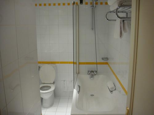 Vista parcial del cuarto de baño