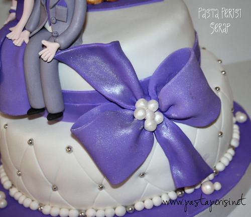 lila nişan pastası