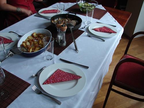 teritett asztal 2