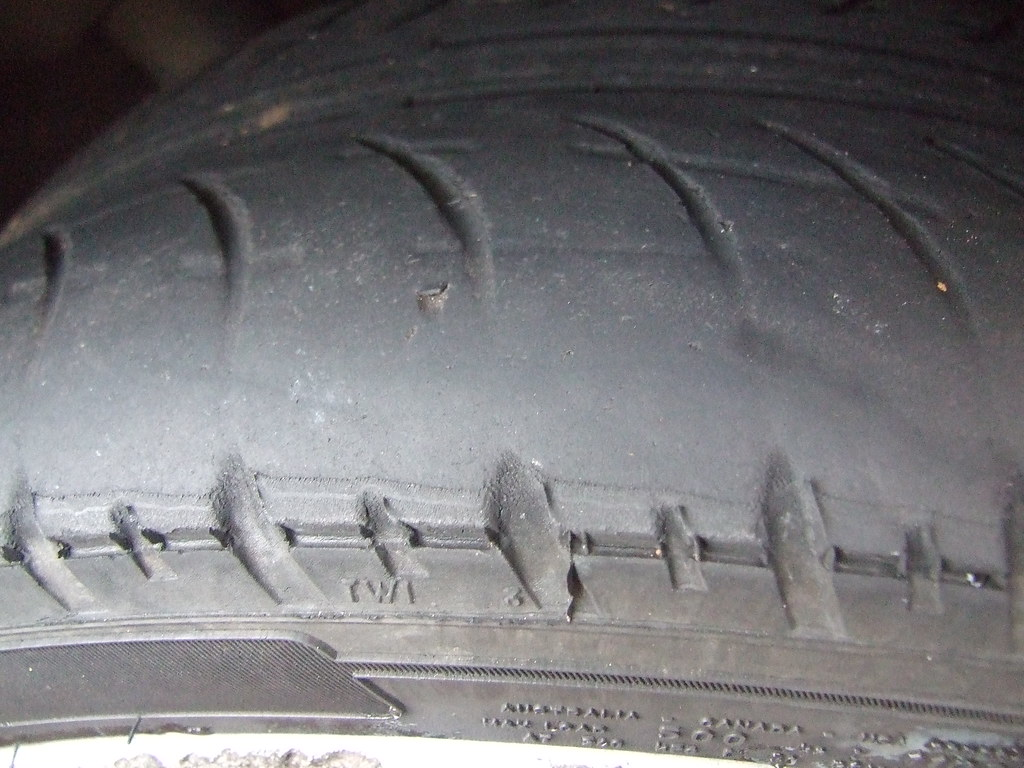 Tyre tread (lack of)