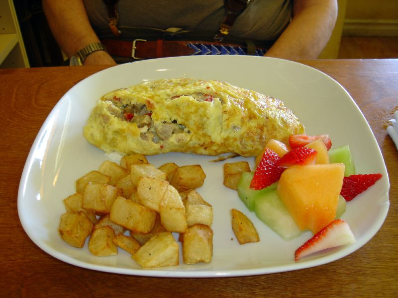 ordered the sausage omelet, which had chicken apple sausage, sun dried ...