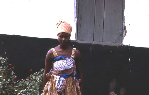 Young Fula (Peul) woman (with child on her back --- note feet), Kamabai, Sierra Leone (West Africa) [Photo by gbaku] (CC BY-SA 3.0)