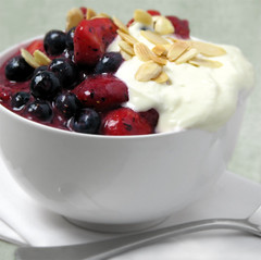 Mixed berry coulis with Greek vanilla yogurt (ric_w) Tags: dessert greek berries coulis greekyogurt