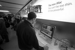 Glasgow Apple Store opening (mr phillip) Tags: leica glasgow buchananstreet applestore geeks apx100 opening rodinal m6 ifyoucanttouchthemessiahsfeetthenatleastyoucangetafreetshirt