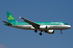 EI-DEN - 2432 - Aer Lingus - Airbus A320-214 - 100617 - Heathrow - Steven Gray - IMG_4657