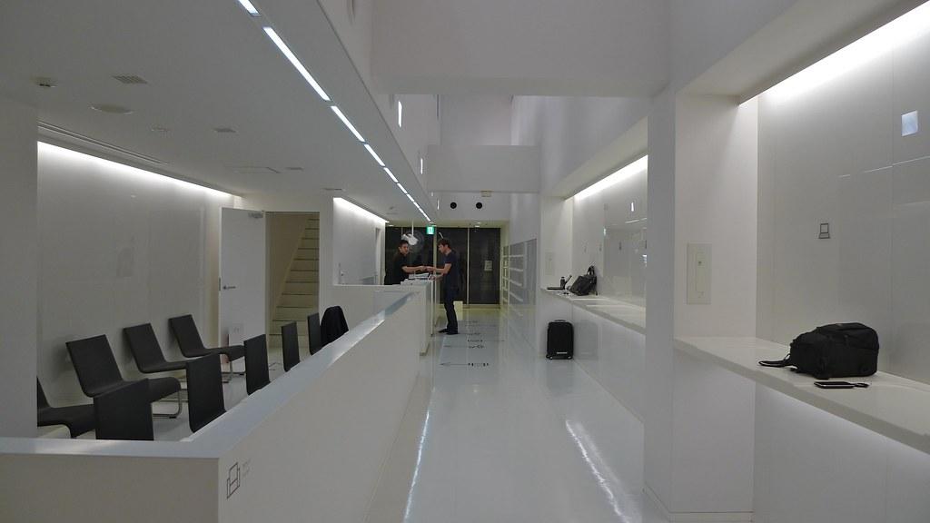9hours Entrance
