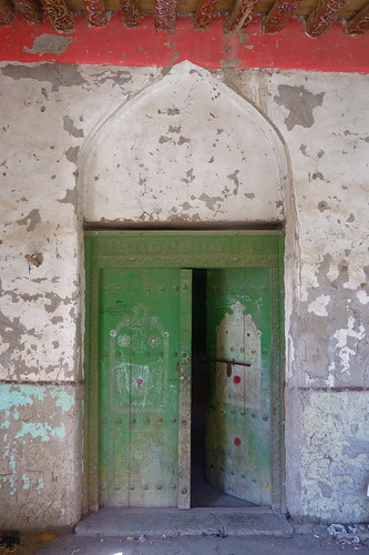 Green doors and stuff in Nizwa