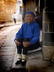 Grandmother Ma You Fen's got little feet, Yunnan, China (Eric Lafforgue) Tags: china street blue woman feet girl female shoe shoes asia femme chinese hasselblad asie  yunnan fille kina chin cina chine xina   bind peoplesrepublicofchina boundfeet  zhongguo jianshui tiongkok  chiny  kna in h3d lafforgue  ericlafforgue  trungquc na  taunshan  kitajska tsina  wwwericlafforguecom