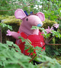 Ravelry: Clangers pattern by Oliver Postgate (& wife)