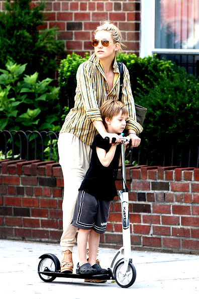 kate+hudson+rides+son+ryder+scooter+mother+x_-nsqsyth7l by celebrityfamily
