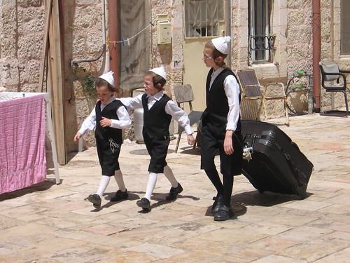 braslov kids prepare for Shabbat, Mea Shearim, Jerusalem. Photo: yoavelad, flickr