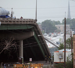 I-35W Bridge Collapse(2) (Poppyseed Bandits) Tags: bridge news unitedstates photojournalism minneapolis disaster collapse emergency mn 35w breakingnews takenbyjeff i35w bridgecollapse summer2007 top20journalism minnesotabridgecollapse minneapolisbridgecollapse 35wbridgecollapse