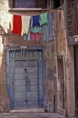 40030034 (wolfgangkaehler) Tags: door venice italy architecture clothing europe european doors architecturaldetail clothes laundry clothesline clotheslines europeancity veniceitaly europeancities