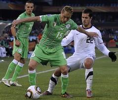 Karim Ziani vs  Benny Feilhaber,      Algeria vs USA (menosultra) Tags: world cup      algriefoot algeriaalgrieenglandusaamericatatsunissloveniasouthafricaemiratesfootballfoot