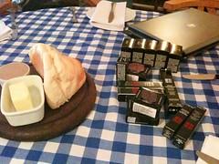 Meu almoço dos sonhos: pão, manteiga e maquiagens! Haha! Vim conhecer as novidades da Givenchy