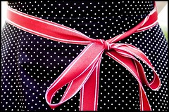 schleife mit punkten/ Polka dots with a ribbon in a bow (POSITiv) Tags: wedding red rot point tie clothes posh mariage hochzeit punkt schleife schick positiv accessoirs
