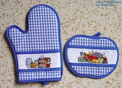 Oven Mitt & Apple Potholder (Dolci Fusa) Tags: apple kitchen fruit crossstitch country sweets aida ovenmitt potholder