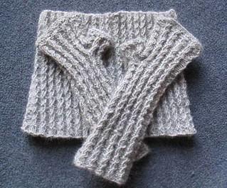Ravelry: Mini-Rib Neck Gaiter and Mitts pattern by Anne Podlesak