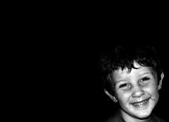 no hay nada tan importante que no se pueda decir con una sonrisa (quino para los amigos) Tags: portrait white black cute love blanco smile smiling angel mouth blackwhite kid funny retrato amor joke negro son santos enjoy laugh sonrisa feliz lovely nio hijo ternura contento onlythebestare