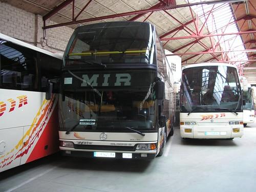 Autocar Mercedes Benz de l'empresa TRANSPORTS MIR de Ripoll (Girona)