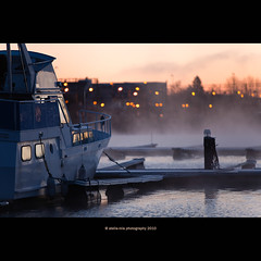 waiting for sunrise (stella-mia) Tags: autumn lake cold fall norway fog sunrise boats hope boat frost mood dof bokeh foggy explore bt hamar mjsa 70200mm coldair explored waitingforsunrise canon5dmkii lakemjsa annakrmcke tjuvholmenhamar