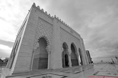 Le Mausole de Mohammed V (l'apple-cafe) Tags: nikon islam mohammed maroc maghreb hassan hdr highdynamicrange rabat afrique musulman d90 mausole mohammedv tourhassan nikond90 arabomusulman lemausoledemohammedv mohammed5