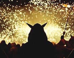Correfoc! (Ibai Acevedo) Tags: blur backlight night portraits contraluz noche bokeh boom devil diablo silueta nit correfoc llum demonio teia foc boooom diables dimonis espurnes atxinaci dimonisdetei