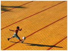 Praça do papa (stereomind) Tags: boy brazil soccer só