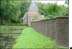 NL/Maarssen/OudZuilen (oopsfotos.nl) Tags: holland castle netherlands wall entrance thenetherlands r1 curve curved oop maarssen oudzuilen castlegrounds