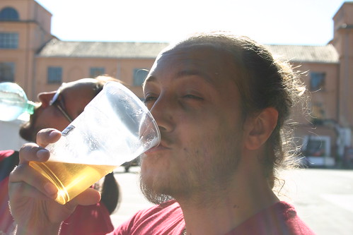 chi beve birra, e chi acqua