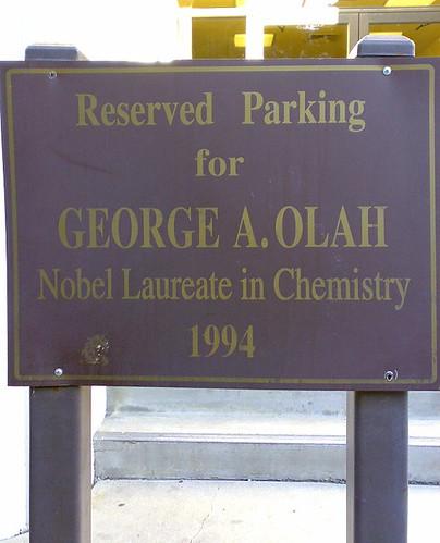 94年諾貝爾化學獎得主專屬停車位