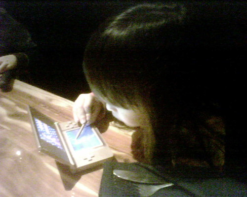 Mina playing nintendo DS